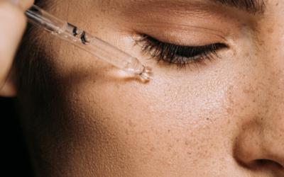 Perché dovresti aggiungere un SIERO VISO alla tua beauty routine???  Te lo spieghiamo noi 👇🏻
